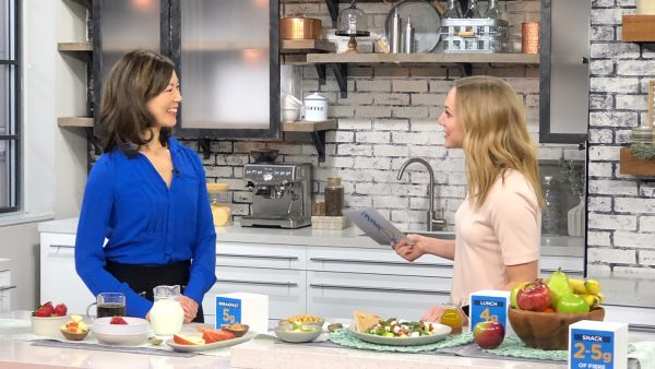 Dietitian Sue Mah shares fibre tips in a TV interview