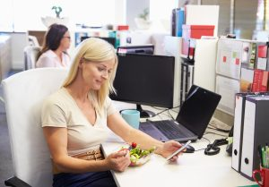 woman eating lunch alone at her desk